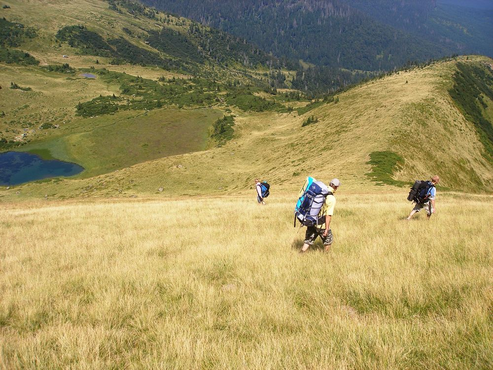Спуск к озеру Апшинец