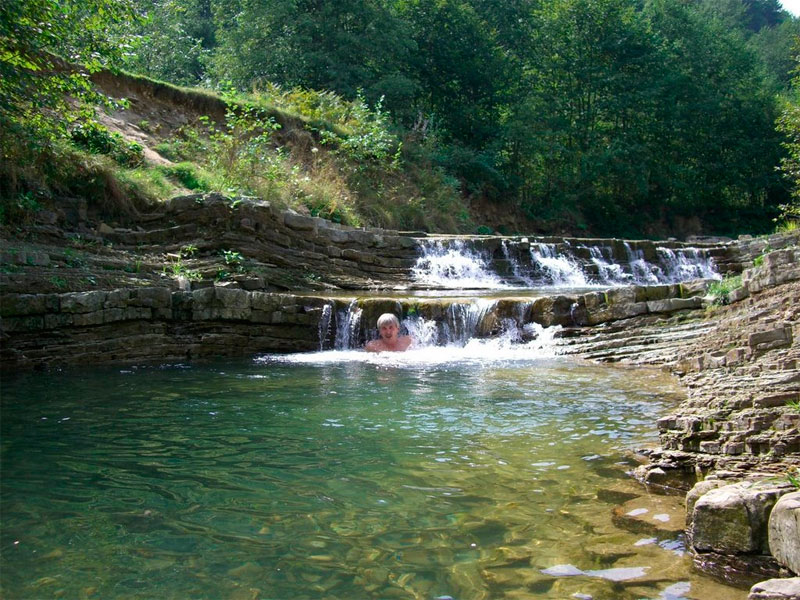 По-дороге-к-Бухтивецкому-водопаду